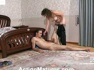 Well-hung guy spying upon sleepy mommy and craving for freaky fun in the sofa